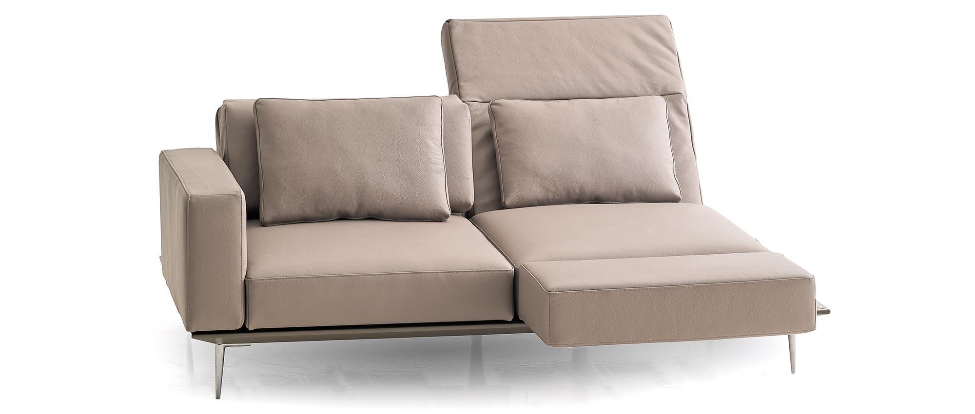 Die Rückenlehnen des Schlafsofas MILAN von Franz Fertig sind einzeln klappbar. Multifunktionales Sofa. Sofa mit Bettfunktion. Gästebett für 2 Personen.