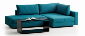 COCCO Ecksofa mit Bettfunktion. Der Beisteilltisch, Couchtisch ist auf Rollen. Eckschlafsofa mit Beistelltisch. Franz Fertig bietet eine große Stoffauswahl an.