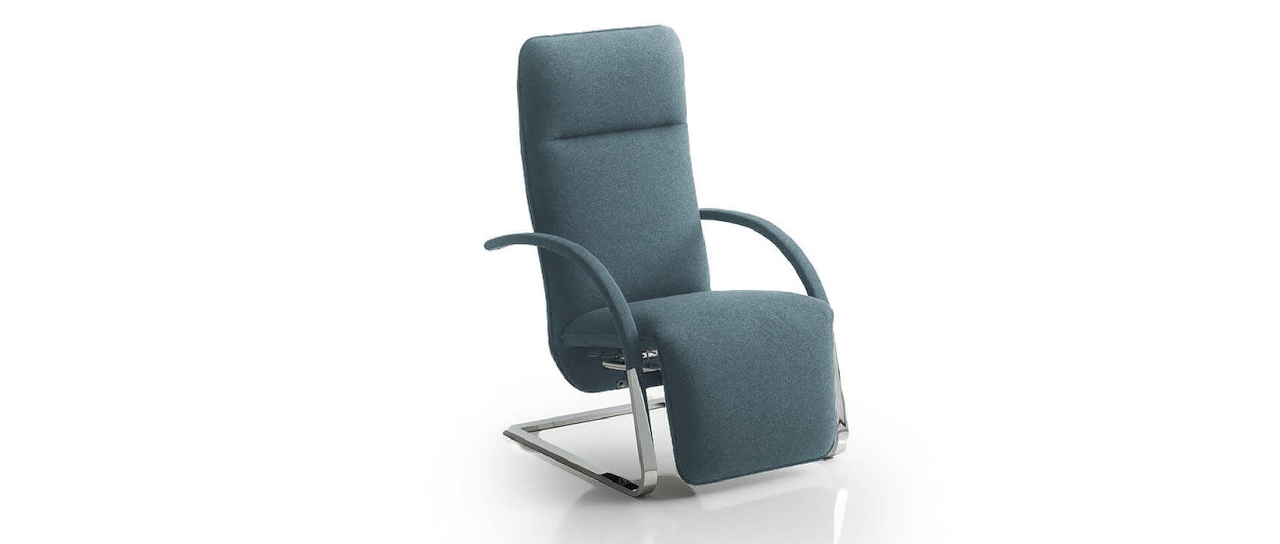 Relaxsessel FINO von Franz Fertig in blau mit Flachstahl Gestell. FINO XL hat eine höhere Rückenlehne.