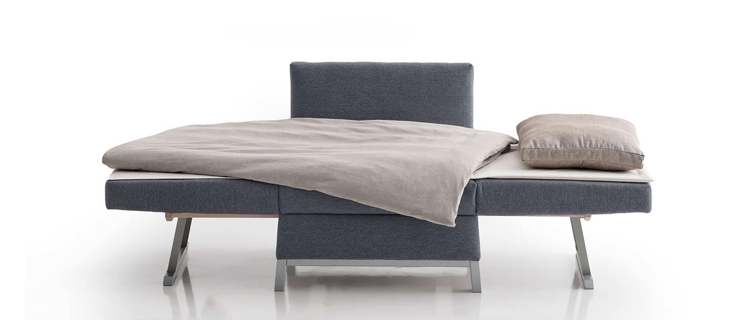 FOX Schlafsessel von Franz Fertig. Liegefläche ca 80x20 cm. Gästebett für eine Person.