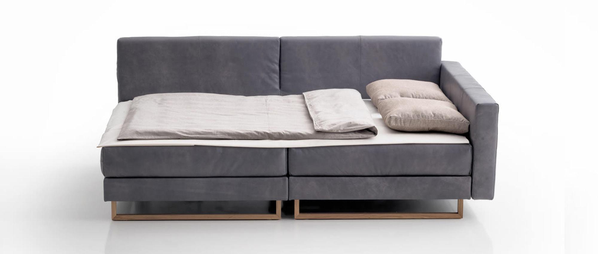 CORALI Eckschlafsofa von Franz Fertig - Liegefläche ca. 150x200 cm. Ecksofa mit Bettfunktion. Holzkufen. Holzfüße.