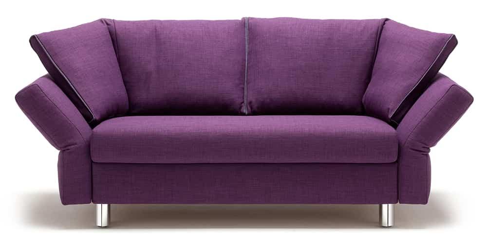MALOU Schlafsofa von Franz Fertig in lila. Gästebett für 2 Personen. Sofa mit Schlaffunktion.