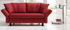 MALOU Schlafsofa von Franz Fertig in rot. Gästebett für 2 Personen. Sofa mit Schlaffunktion.