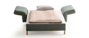 MALOU Schlafsessel von Franz Fertig - Liegefläche ca. 100x200 cm. Sessel mit Schlaffunktion. Sessel in grün.