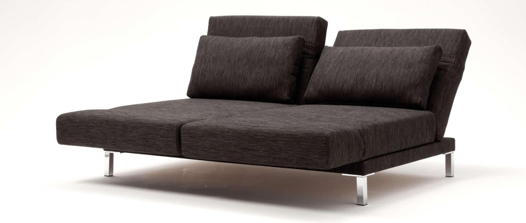 Die Rückenlehne des Schlafsofas RIGA von Franz Fertig sind einzeln klappbar. Schlafsofa in braun. Sofabett für 2 Personen.