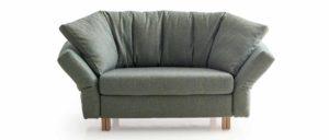 MALOU Schlafsessel von Franz Fertig in grün. Winkelbodenkissen. Sessel mit Gästebett Funktion. Platzsparender Sessel.