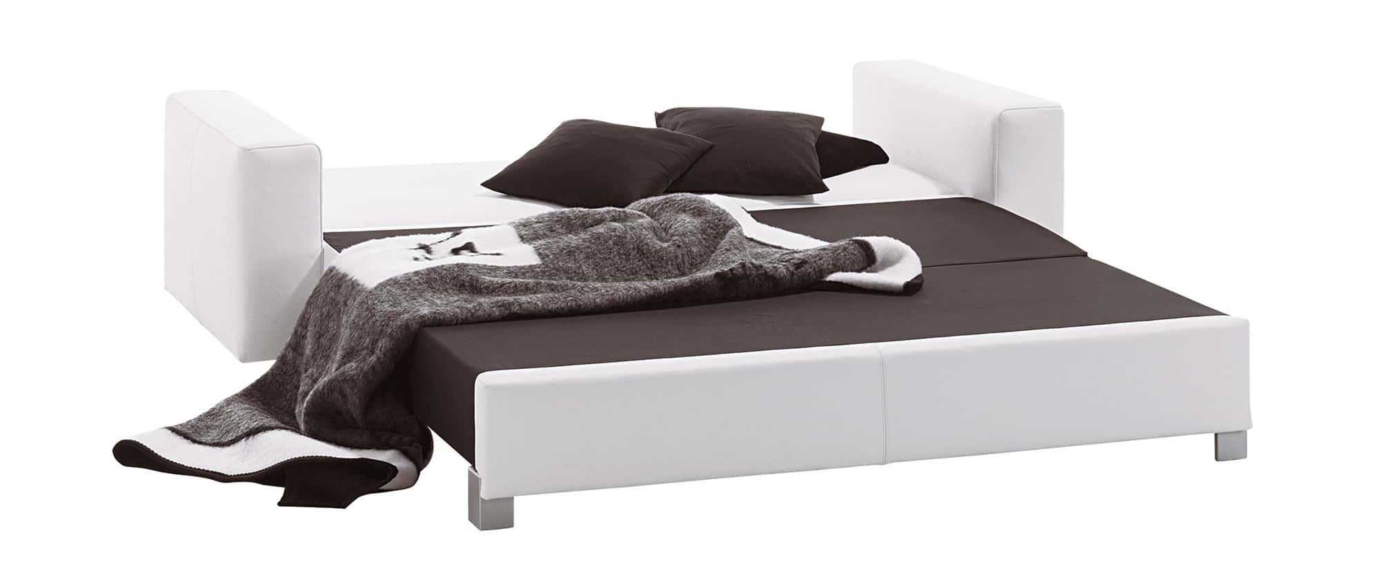 MINNIE Schlafsofa von Franz Fertig - das ideale Gästebett für 2 - 3 Personen. Sofa in weiß. Auch in schwarz, grau, grün, gelb, braun usw. erhältlich.