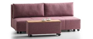 Die Stauraumbox des COSTA Schlafsofas hat Rollen. Schlafsofa mit Bettkasten. Sofa mit Bettfunktion und Stauraum.