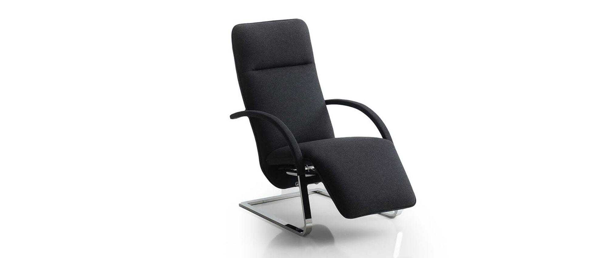 FINO XL, FINO Relaxsessel von Franz Fertig in schwarz mit Flachstahl Gestell. Rundrohrgestell auch möglich. Sessel mit Relaxposition. Designersessel von Franz Fertig.