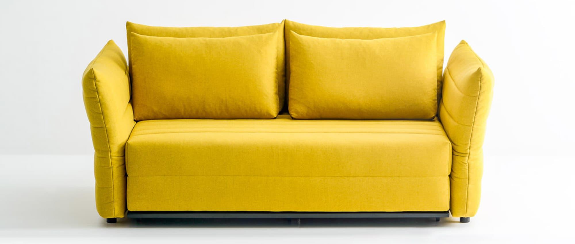 Zero Schlafsofa von Franz Fertig in gelb mit klappbaren Armlehnen. Sofa mit Bettfunktion. Gästebett für 2 Personen.
