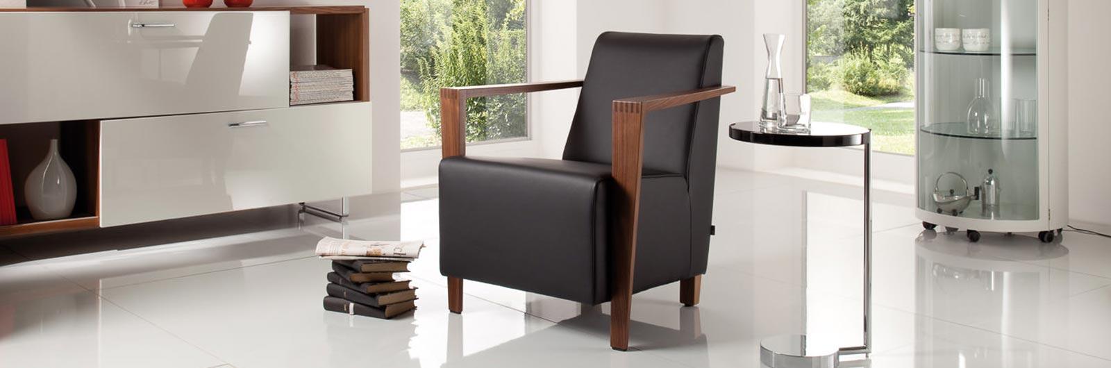 DRESDEN Designer Sessel von Franz Fertig mit Holzarmlehnen